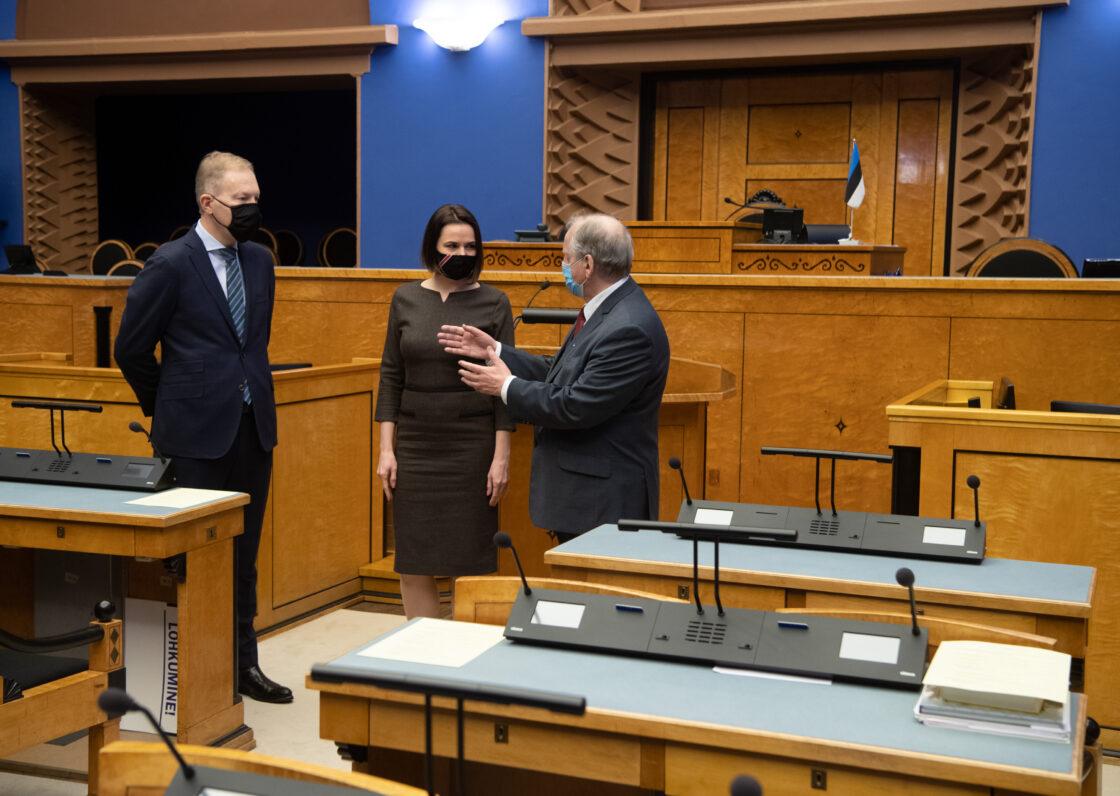 Valgevene opositsiooni liider Svjatlana Tsihhanovskaja, väliskomisjoni esimees Enn Eesmaa ja väliskomisjoni aseesimees Marko Mihkelson