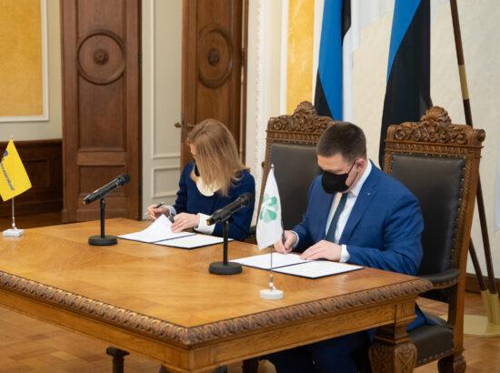 Koalitsioonilepingu allkirjastamine. Peaministrikandidaat Kaja Kallas ja peaminister Jüri Ratas.