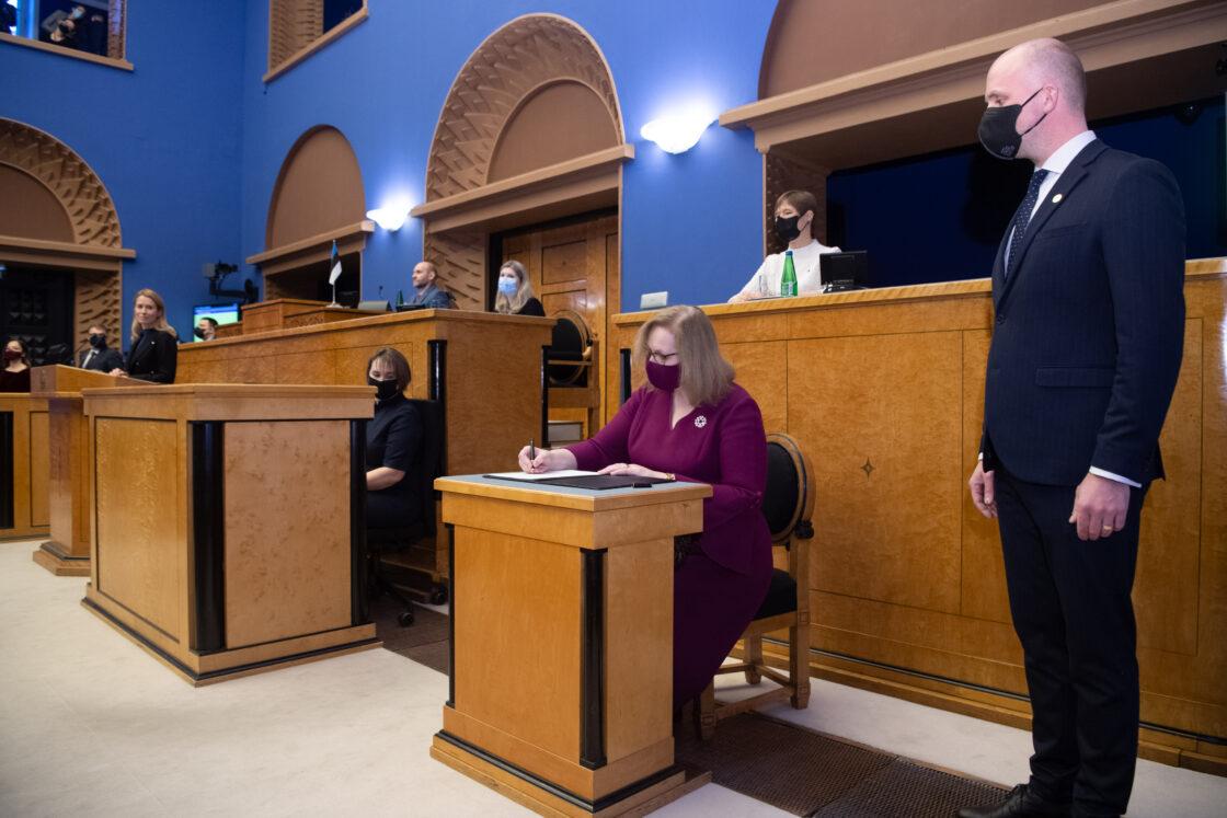 Täiskogu istung, uue valitsuse liikmed andsid ametivande, 26. jaanuar 2021. Justiitsminister Maris Lauri.