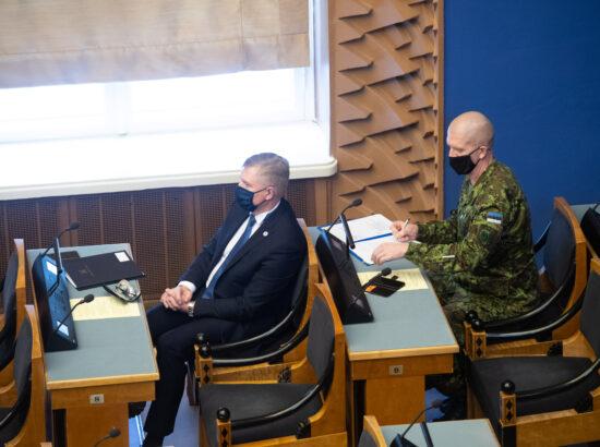 """Täiskogu istung, olulise tähtsusega riikliku küsimuse """"Riigi sõjalise kaitse jätkusuutlik areng"""" arutelu. Kaitseminister Kalle Laanet ja Kaitseväe juhataja kindralleitnant Martin Herem."""