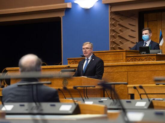"""Täiskogu istung, olulise tähtsusega riikliku küsimuse """"Riigi sõjalise kaitse jätkusuutlik areng"""" arutelu. Kaitseminister Kalle Laaneti ettekanne."""