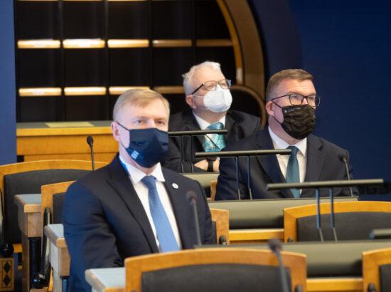 """Täiskogu istung, olulise tähtsusega riikliku küsimuse """"Riigi sõjalise kaitse jätkusuutlik areng"""" arutelu."""