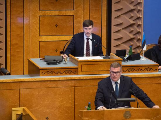 """Täiskogu istung, olulise tähtsusega riikliku küsimuse """"Riigi sõjalise kaitse jätkusuutlik areng"""" arutelu. SA Rahvusvaheliste Kaitseuuringute Keskuse direktori Indrek Kanniku ettekanne."""