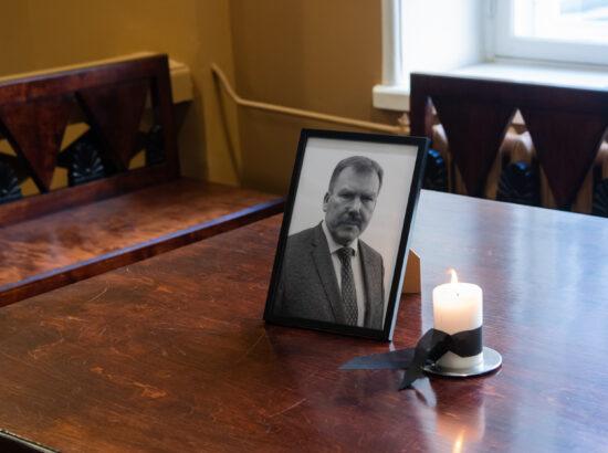 Täiskogu istung, lahkunud Riigikogu liige kindralleitnant Johannes Kert