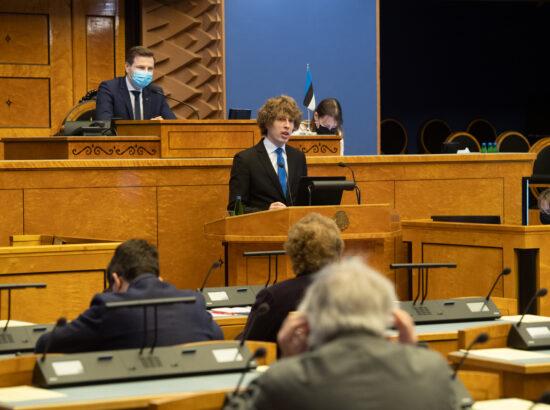 """Täiskogu istung, olulise tähtsusega riikliku küsimuse """"COVID-19 vaktsineerimise korraldamine"""" arutelu. Tervise- ja tööminister Tanel Kiik."""