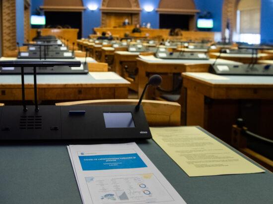 """Täiskogu istung, olulise tähtsusega riikliku küsimuse """"COVID-19 vaktsineerimise korraldamine"""" arutelu"""