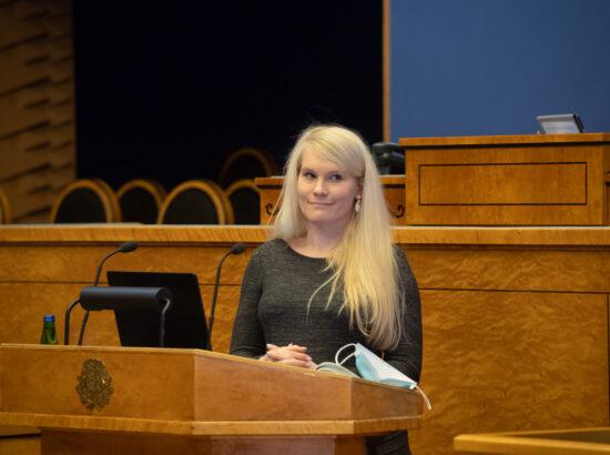 """Täiskogu istung, olulise tähtsusega riikliku küsimuse """"COVID-19 vaktsineerimise korraldamine"""" arutelu. Eesti Perearstide Seltsi juhatuse liige doktor Elle-Mall Sadrak."""