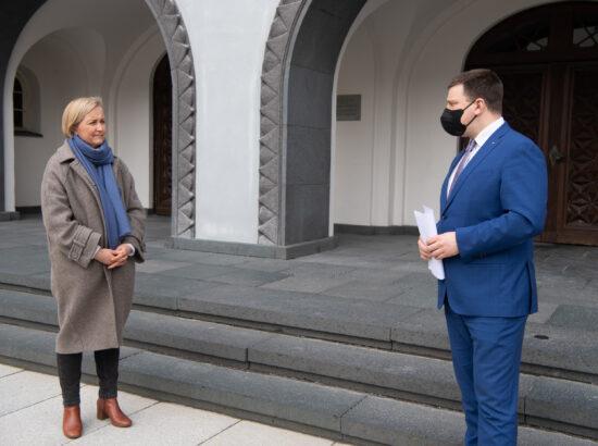"""Riigikogu esimees Jüri Ratas võttis vastu kollektiivse pöördumise """"Riik peab eemaldama RMK-lt raiesurve"""""""