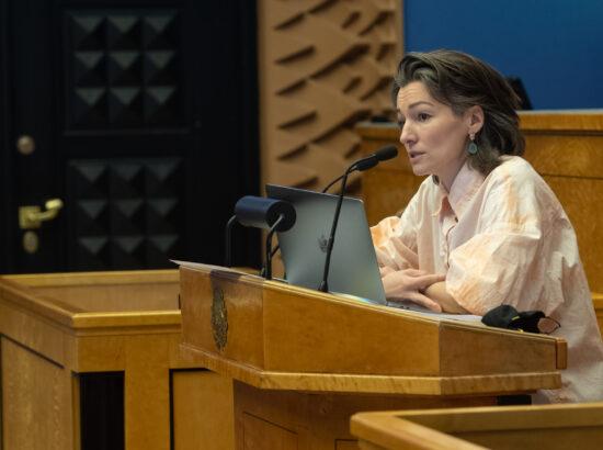 """Täiskogu istung, olulise tähtsusega riikliku küsimuse """"Kliimaneutraalne Eesti aastaks 2035?"""" arutelu"""