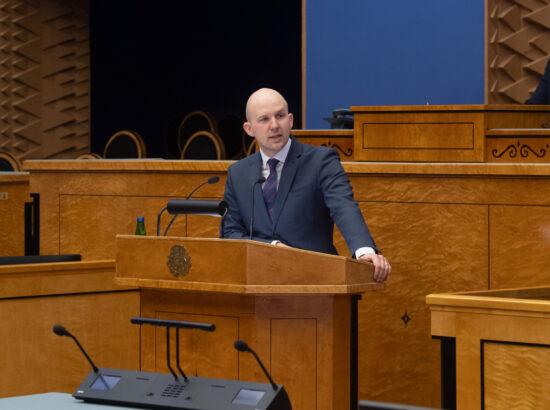 """Keskkonnakomisjoni algatatud olulise tähtsusega riikliku küsimuse """"Kliimaneutraalne Eesti aastaks 2035?"""" arutelu. Keskkonnaminister Tõnis Mölder."""