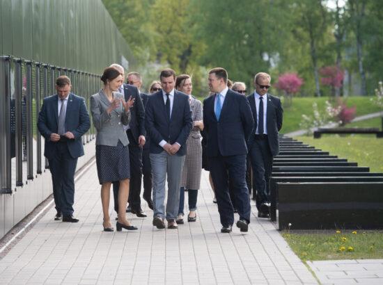 Riigikogu esimees Jüri Ratas ja Leedu parlamendi esimees Viktorija Čmilytė-Nielsen Maarjamäe memoriaalil