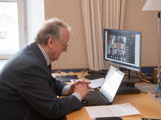 Riigikaitsekomisjoni ja Eduskunta kaitsekomisjoni ühine videoistung. Komisjoni esimees Enn Eesmaa.