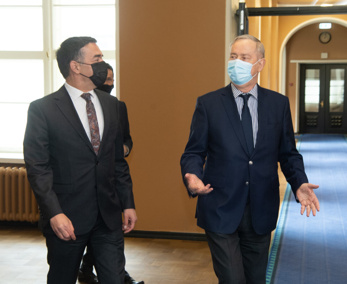 Euroopa Liidu asjade komisjoni esimees Siim Kallas ja Põhja-Makedoonia Euroopa asjade asepeaminister Nikola Dimitrov.