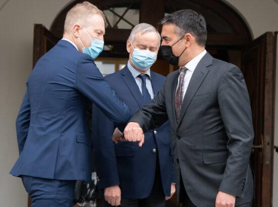 Väliskomisjoni esimees Marko Mihkelson ja Põhja-Makedoonia Euroopa asjade asepeaminister Nikola Dimitrov.