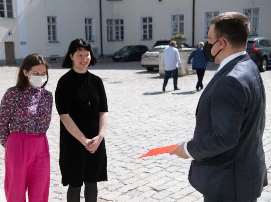 """Riigikogu esimees Jüri Ratas võttis vastu kollektiivse pöördumise """"Noortele tasuta menstruaaltarvikud"""""""