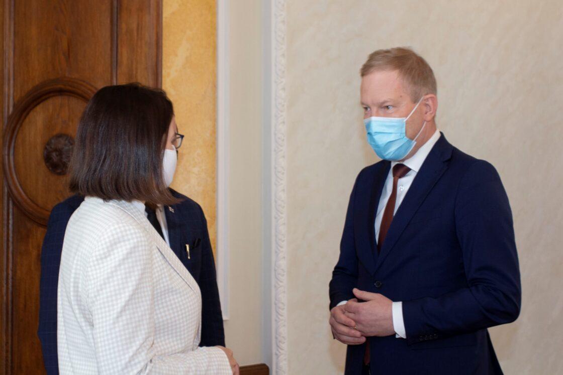Riigikogu väliskomisjoni esimees Marko Mihkelson ja Valgevene opositsiooni esindaja Svjatlana Tsihhanovskaja