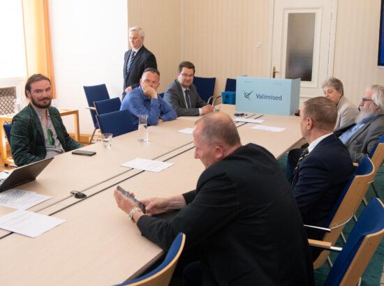 Väliskomisjoni esimehe ja aseesimehe erakorralised valimised, 3. juuni 2021