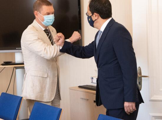 Väliskomisjoni liige Raivo Tamm ja Küprose välisminister Nikos Christodoulides