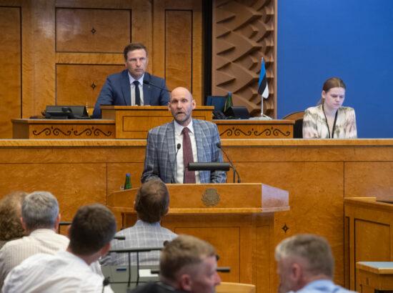 Täiskogu istung, umbusaldusavaldus kaitseminister Kalle Laanetile. Isamaa fraktsiooni esimees Helir-Valdor Seeder.