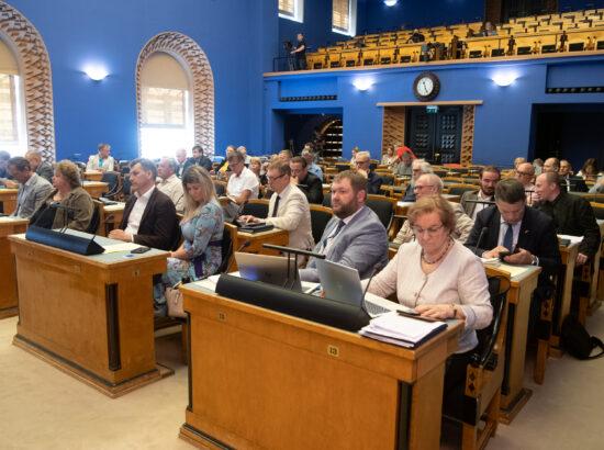 Täiskogu istung, umbusaldusavaldus kaitseminister Kalle Laanetile