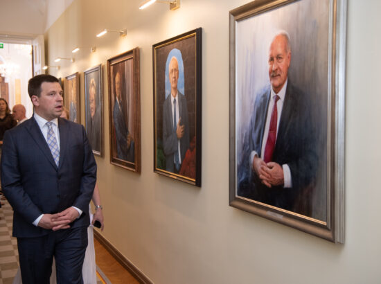 Riigikogu esimees Jüri Ratas ning XIV Riigikogu esimehe Henn Põlluaasa portreemaal