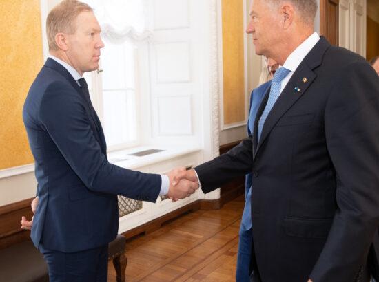 Väliskomisjoni esimees Marko Mihkelson ja Rumeenia president Klaus Werner Iohannis