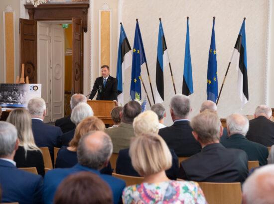 Eesti Post esitles iseseisvuse taastamise 30. aastapäevale pühendatud tervikasja. Riigikogu aseesimees Hanno Pevkur.