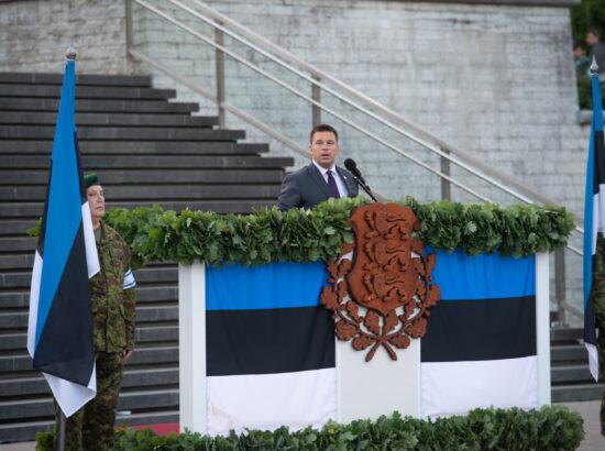 Riigikogu esimees Jüri Ratas asetas Riigikogu nimel pärja Vabadussõja võidusamba jalamile Vabaduse väljakul