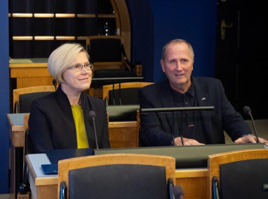 Õiguskantsleri 2020.–2021. aasta tegevuse ülevaade. Õiguskantsler Ülle Madise ja Riigikogu liige Valdo Randpere.
