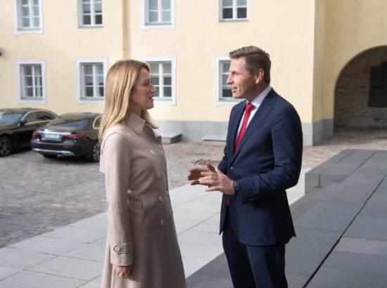 Euroopa Parlamendi esimene asepresident Roberta Metsola ja Riigikogu aseesimees Hanno Pevkur