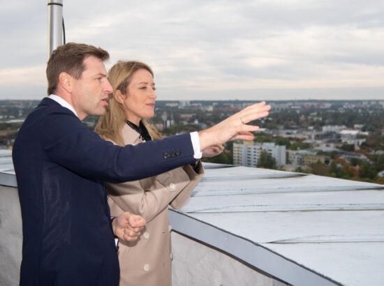 Euroopa Parlamendi esimene asepresident Roberta Metsola ja Riigikogu aseesimees Hanno Pevkur Pika Hermanni tornis