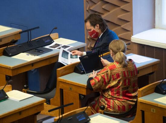 """Täiskogu istung, Eesti Keskerakonna fraktsiooni algatatud olulise tähtsusega riikliku küsimuse """"Kuidas jõuda piirangutevaba Eestini?"""" arutelu"""