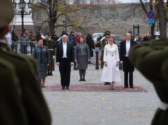 President Alar Karis ja president Kersti Kaljulaid abikaasadega