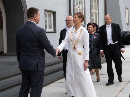 Riigikogu esimees Jüri Ratas tervitab president Kersti Kaljulaidi