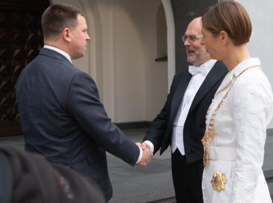 Riigikogu esimees Jüri Ratas tervitab valitud presidenti Alar Karist