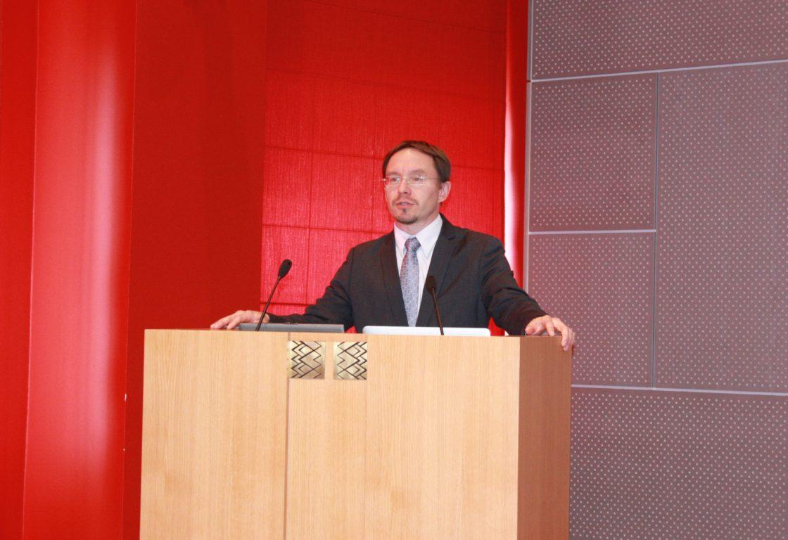 Tartu Ülikooli riigiteaduste instituudi juhataja prof. Vello Pettai avab seminari